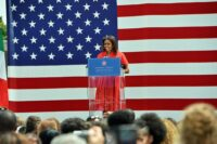 1599px-First_lady_Michelle_Obama_visits_the_US_community_in_Vicenza,_Italy_150619-A-JM436-166